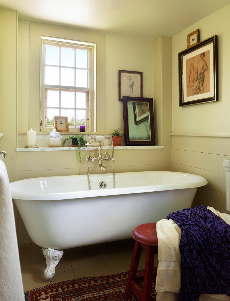 clawfoot soaking tub modern amenities